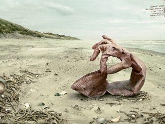 Biển không tự làm sạch chính mình. Vì thế hãy có ý thức bảo vệ môi trường biển.