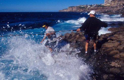 Câu cá ghềnh đá: đề nghị cần buộc mặc áo phao sau những vụ tai nạn thương tâm