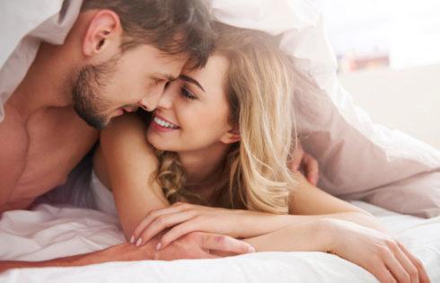 4 tuyệt chiêu thôi thúc chồng trong phòng ngủ khiến chồng không thể rời mắt khỏi vợ